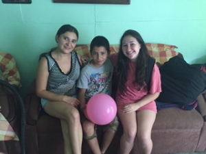 Gaudy Leiton (left) and her son, Raul, with homestay student Nicola Ludwig